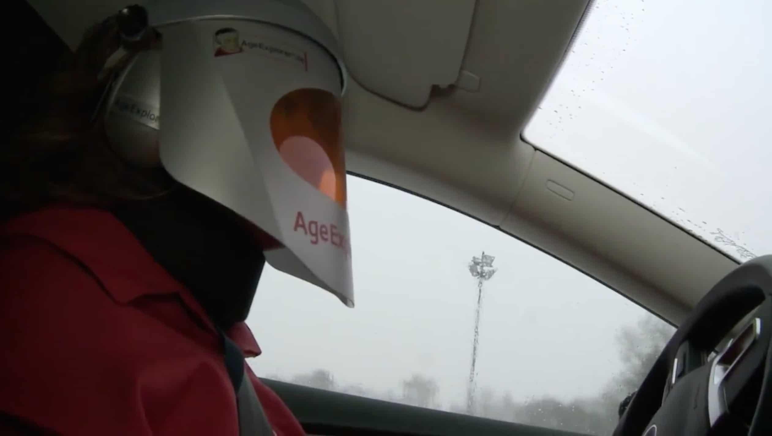 DVR - Fahranfänger testen den Alterssimulationsanzug Age Explorer