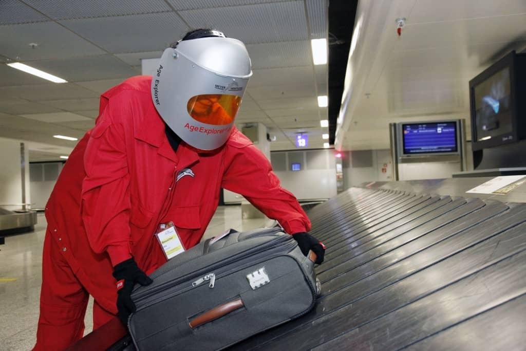 Alterssimulationsanzug Flughafen