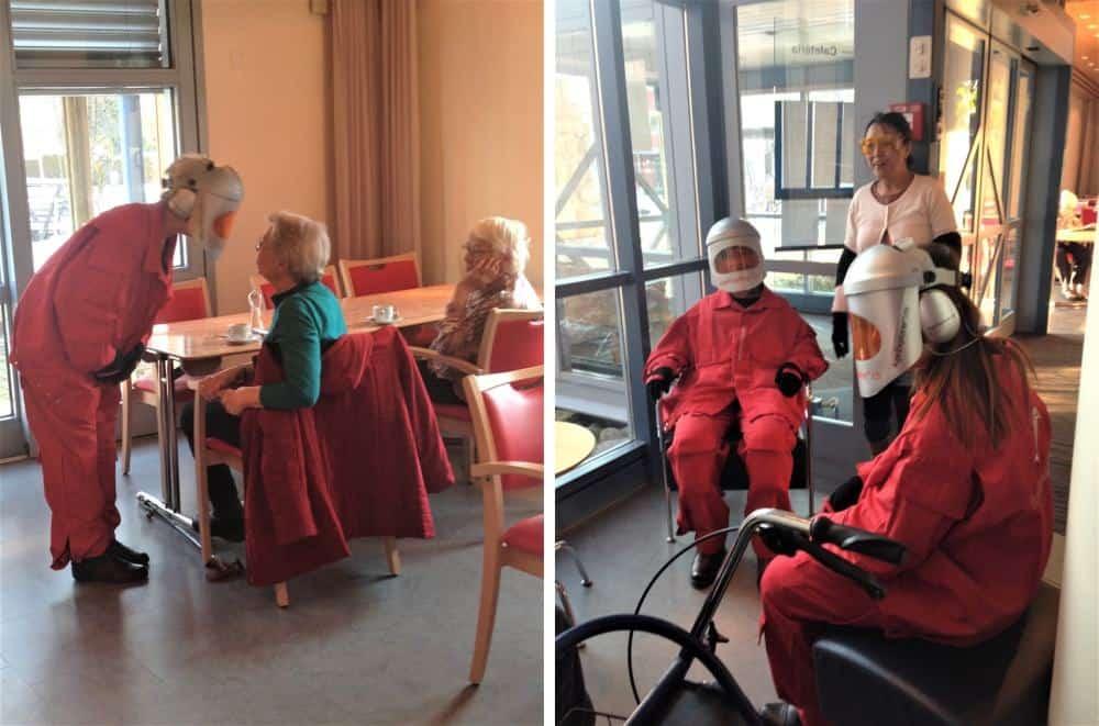 Pflegekräfte aus Altenpflege und Krankenpflege erleben im Altersanzug, wie man sich fühlt, wenn man den ganzen Tag sitzt.